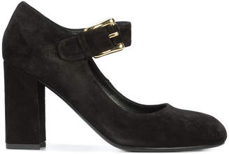 Co buckled pumps