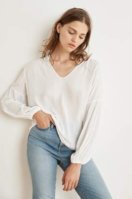 Velvet by Graham & Spencer YULIA RAYON CHALLIS PEASANT SLEEVE BLOUSE