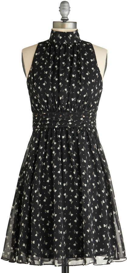 Windy City Dress in Noir Garden