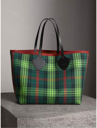 Burberry The Giant Reversible Tote in Tartan and Leather, Brown