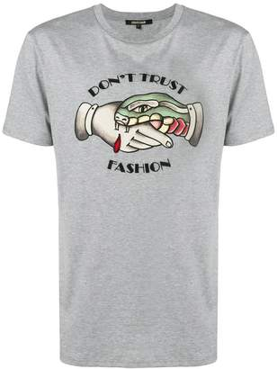 Roberto Cavalli (ロベルト カヴァリ) - Roberto Cavalli Don't Trust Fashion T-shirt