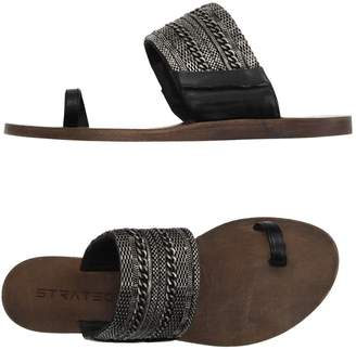 Strategia Toe strap sandals