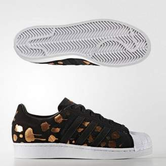 adidas Womens Superstar Foil Print Trainers Adult 04