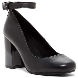 Kenneth Cole Reaction Happy-Ness Leather Ankle Strap Pump