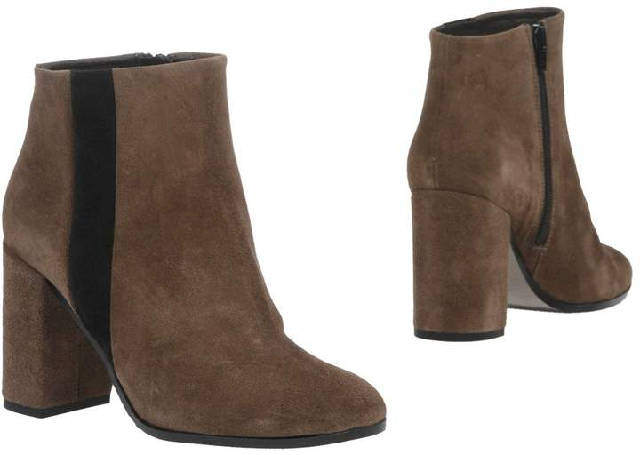Andrea Morelli Ankle boots - Item 11301523