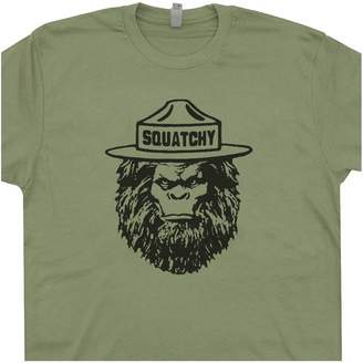 The Great Shirtmandude T-Shirts XXXL - Squatchy Shirt Sasquatch Tee Bigfoot Appalachian Trail Hiking Smokey Smoky Mountains Bear Camping