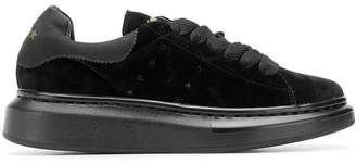 Invicta classic low-top sneakers