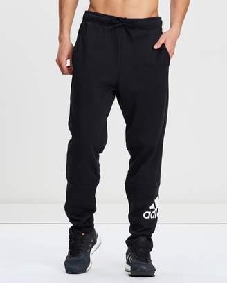adidas Must Haves Badge of Sport Fleece Pants