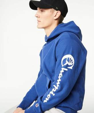 Todd Snyder + Champion Champion Popover Graphic Hoodie in Admiral Blue