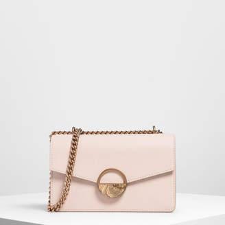 Charles & Keith (チャールズ & キース) - 【2019 SUMMER 新作】ラウンドプラークディテール ミニショルダーバッグ / Round Plaque Detail Mini Shoulder Bag
