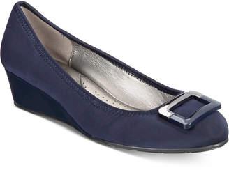Bandolino Tad Wedge Pumps Women's Shoes