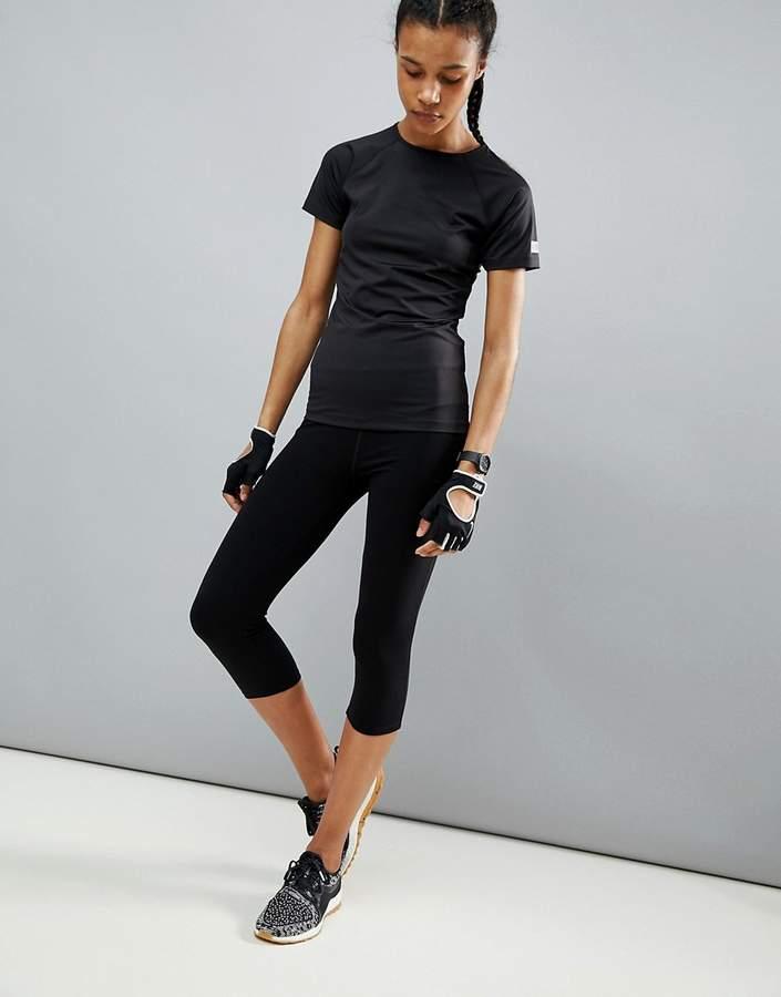 ASOS 4505 – Kurze Sport-Leggings aus Elastan, in Schwarz