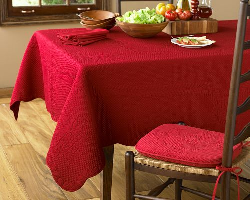 Grape Scallop Boutis Tablecloths, Red