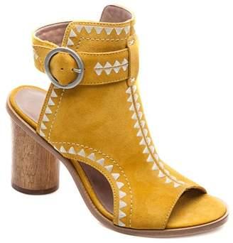 Bernardo FOOTWEAR Harper Embroidered Sandal (Women)
