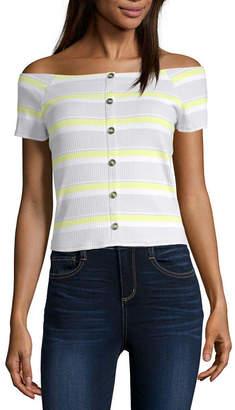 Arizona Womens Short Sleeve Fitted Button-Front Shirt-Juniors