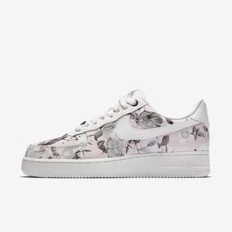 Nike Sportswear Women's Shoe Air Force 1 '07 LXX