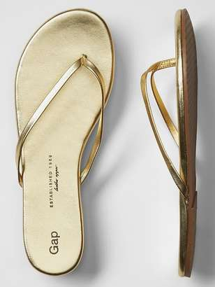 Leather flip flops $24.95 thestylecure.com