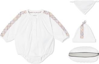Burberry check detail three-piece baby gift set