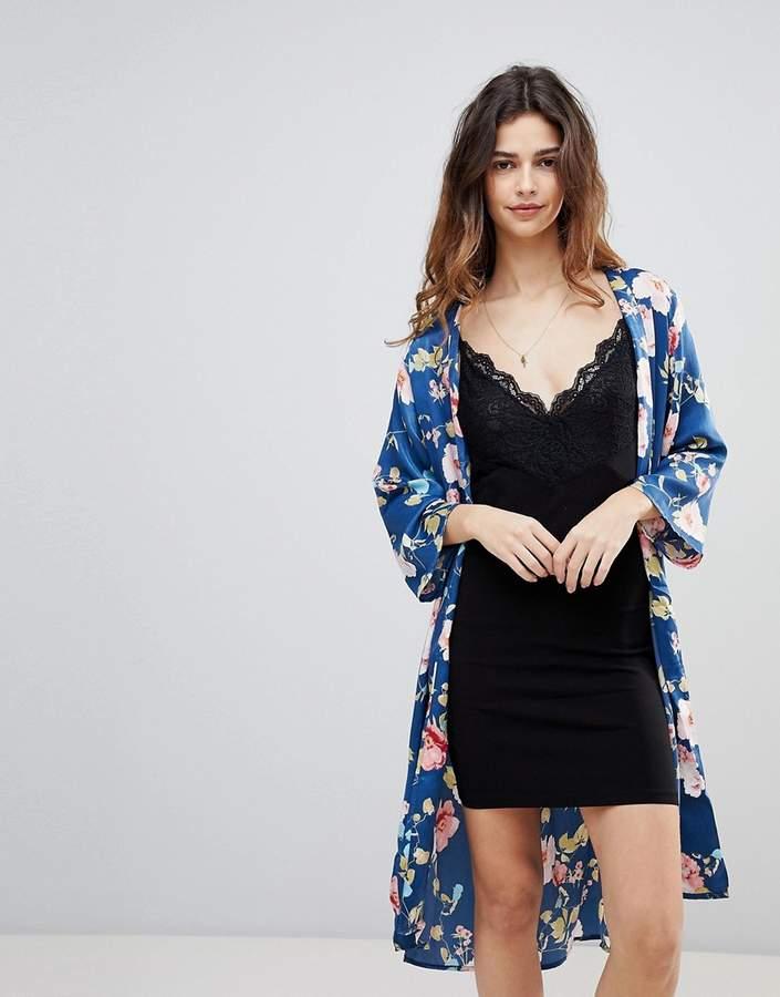 Crescent – Mit Blumen bedruckte Kimono-Jacke aus Satin mit Vordertaschen