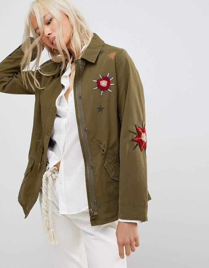 – Utility-Jacke mit Blumenstickerei