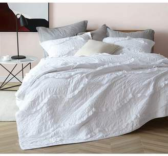 Byourbed White Relaxin' Chevron Ruffles Oversized Quilt - Single Tone