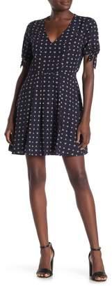 19 Cooper Floral Tie Sleeve Dress