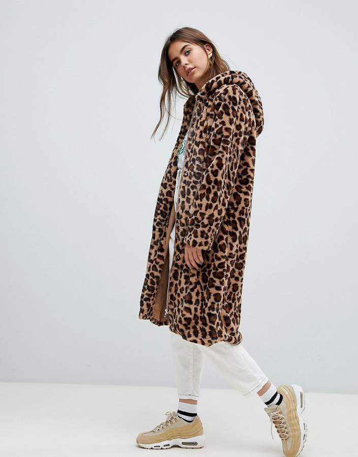 coat in leopard faux fur