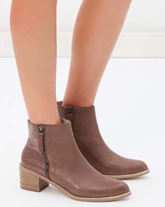 Sol Sana ICONIC EXCLUSIVE - Jenni Boots