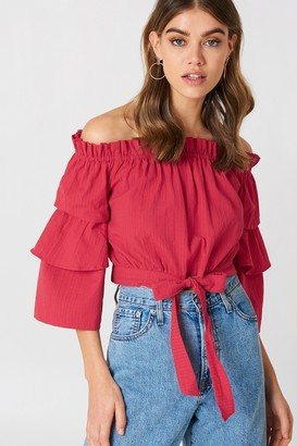 1e61631f0026e NA-KD Andrea Hedenstedt X Off Shoulder Frill Sleeve Top Strong Pink