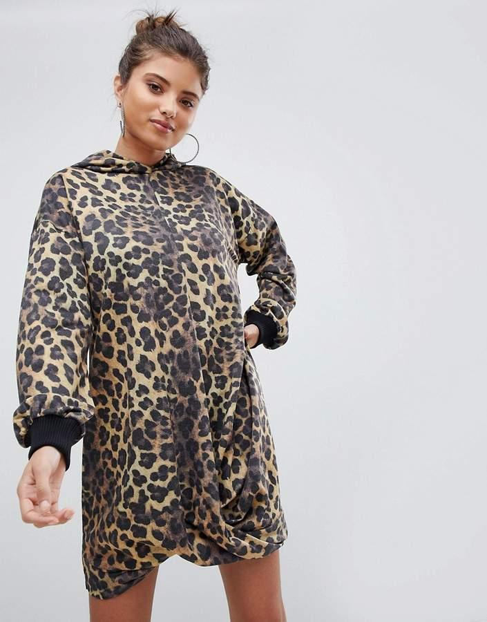 DESIGN – Sweatshirtkleid mit Kapuze und Leopardenprint