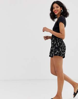 And other stories & fluid shorts in dark floral print