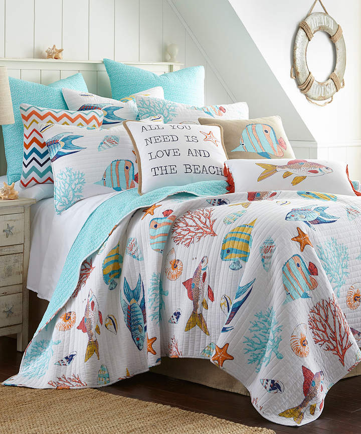 White & Blue Fish Quilt Set