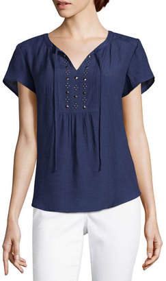 Liz Claiborne Short Sleeve Split Crew Neck Woven Embellished Blouse