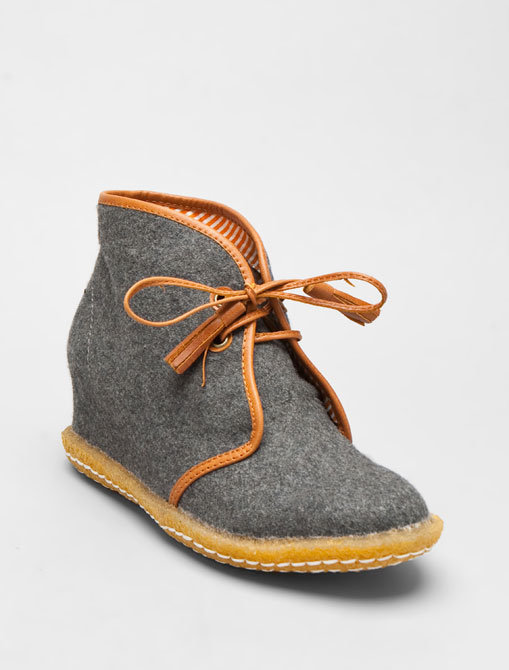 8020 Eliotte Wool Hidden Wedge Tassel Desert Boot