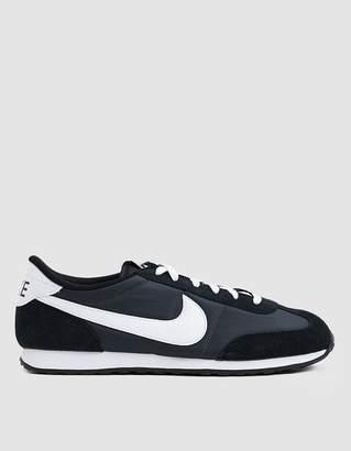 Nike Mach Runner Sneaker in Anthracite/White-Black-Black