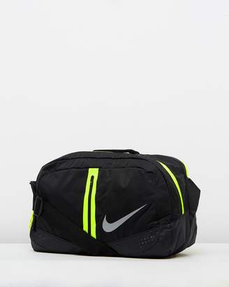 cda846a3a5b2 ... at THE ICONIC Nike Run Duffle Bag 34L official images de270 27903 ...