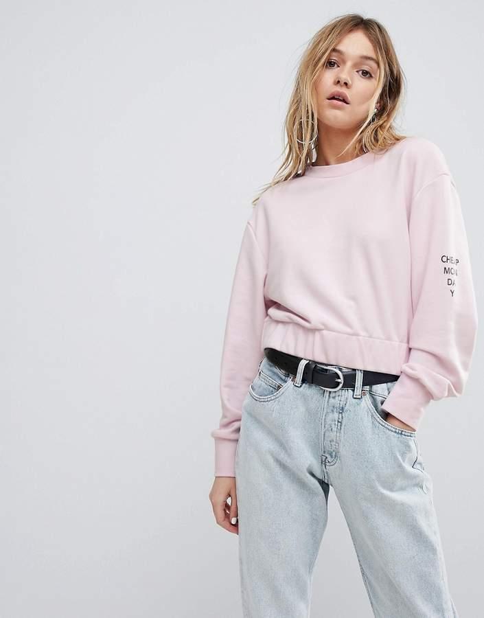 – Kurz geschnittenes Sweatshirt mit Logo