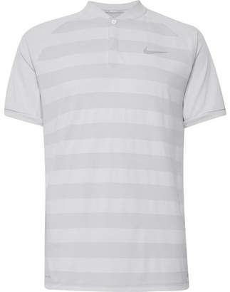 ... Nike Zonal Cooling Momentum Striped Mesh Golf T-Shirt
