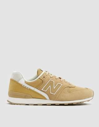 New Balance 696 Sneaker in Yellow
