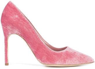 heeled pumps