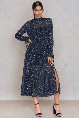 Glamorous Star Tie Sleeve Dress
