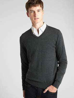 Gap V-Neck Pullover Sweater in Merino Wool