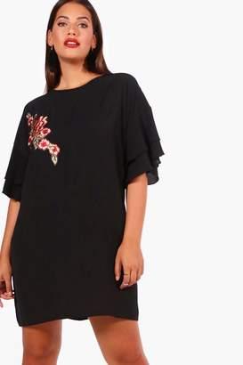 boohoo Plus Applique Detail Woven Shift Dress