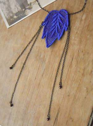 LaBelle et la Bete Vintage Style Lace Leaf Necklace