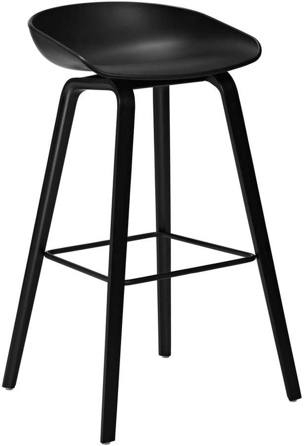 Hay - About A Stool AAS 32, Gestell Esche (Schwarz gebeizt), Fußstreben pulverbeschichtet Schwarz / Sitzschale Schwarz H85, Filzgleiter