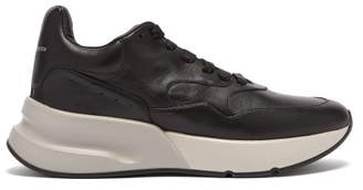 Alexander McQueen Runner Raised Sole Low Top Leather Trainers - Mens - Black