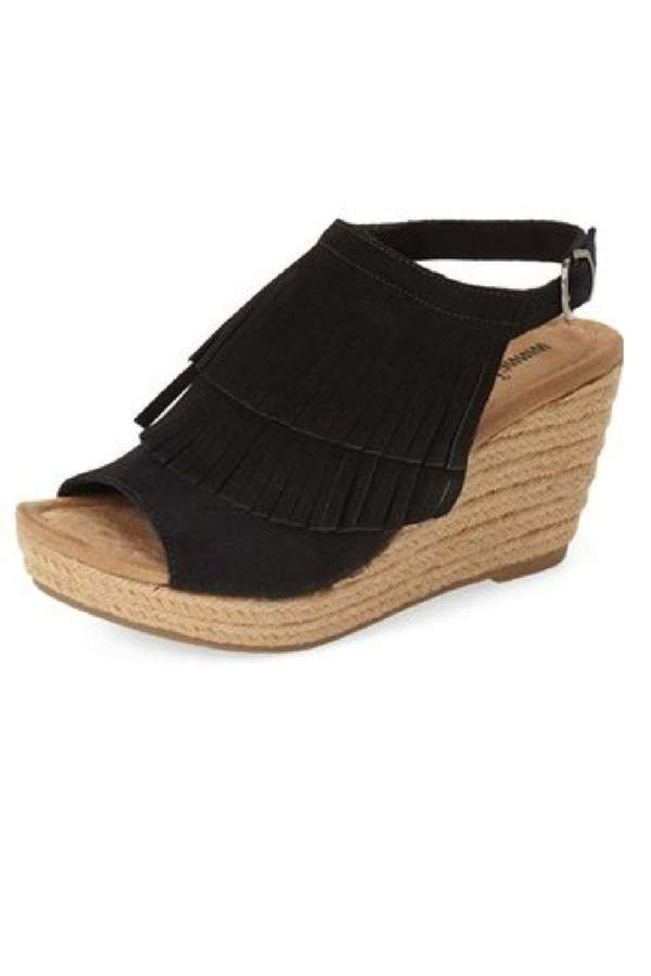 MINNETONKA Minnetonka Black Fringe Wedge