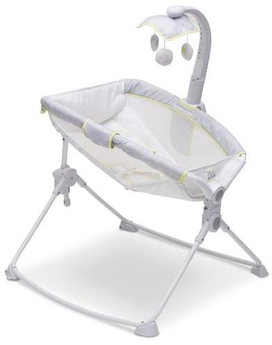 Delta Children Disney Winnie the Pooh Deluxe 3-in-1 Activity Bassinet