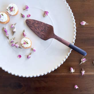 QÄSA QÄSA Coconut Wood Cake Server
