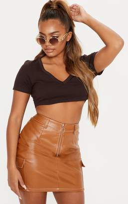 PrettyLittleThing Basic Chocolate Short Sleeve V Neck Crop